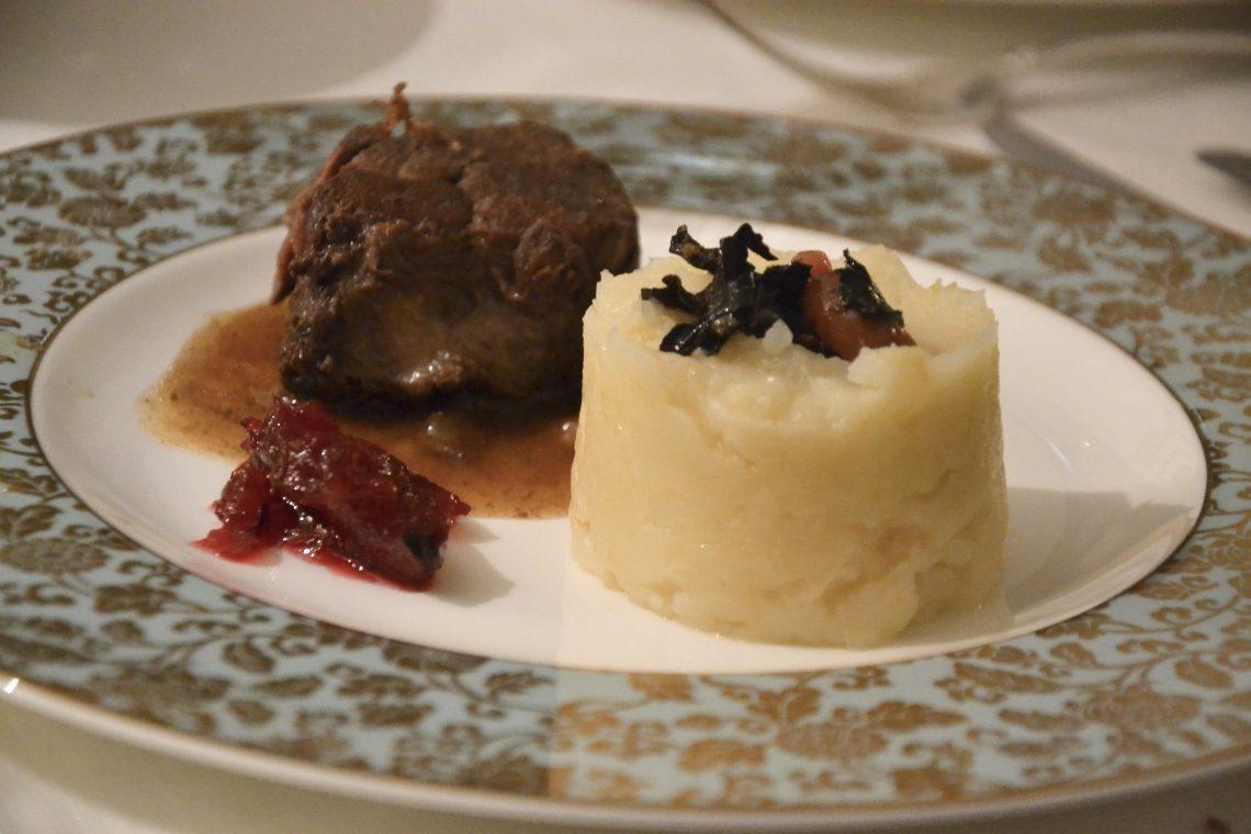 Cuisson lente pour civet de sanglier aux airelles et trompettes des mort cuisine lifestyle par - Cuisiner le sanglier au four ...